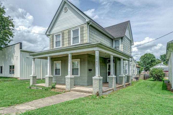 Charmind 1900s home walking distance from the greenway!