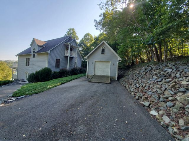 1680 Kaseys Lakeview DR, Moneta, VA 24121