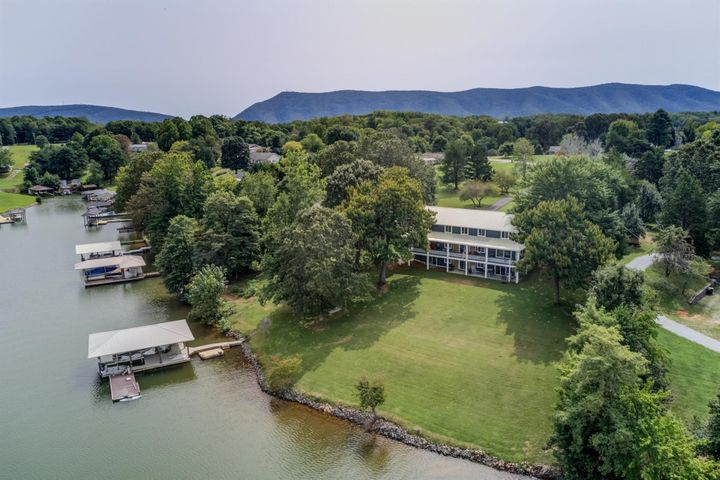 121 Gross Point DR, Huddleston, VA 24104