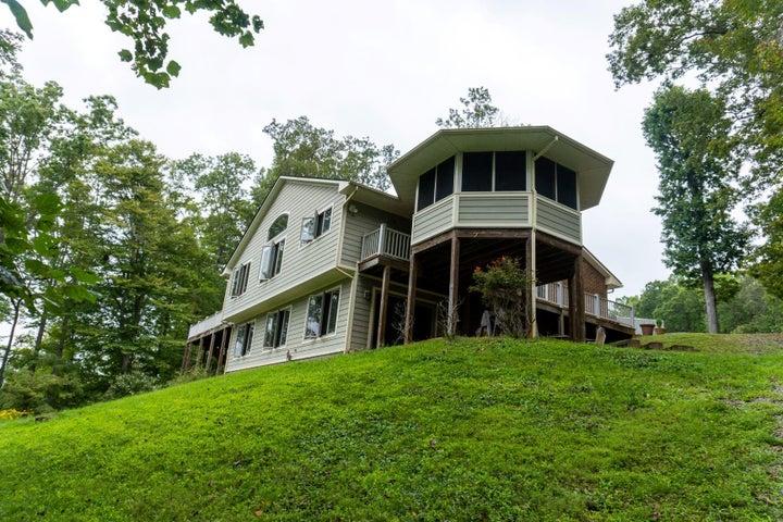 1172 Big Oak LN, Wirtz, VA 24184