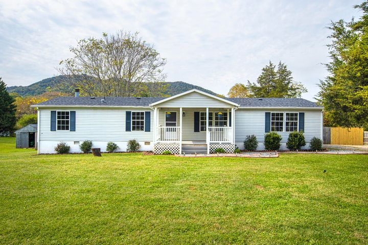 204 Rolling Meadow DR, Thaxton, VA 24174