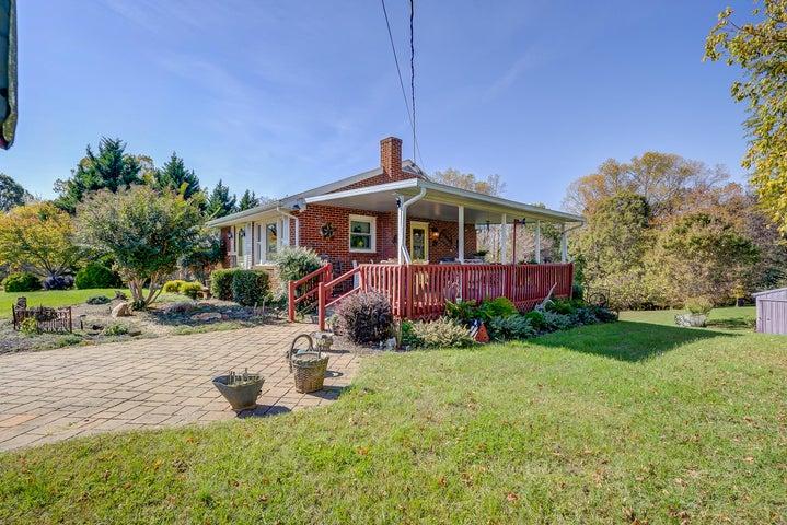 1497 Morewood RD, Hardy, VA 24101
