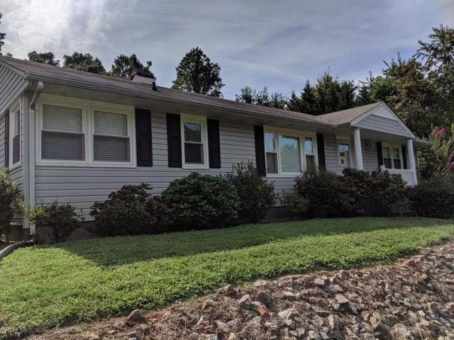 261 Tanglewood DR, Martinsville, VA 24112