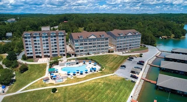 All inclusive Mariner's Landing. Golf, Tennis, 3 Pools, Hot Tub, Walking Trails, Seasonal Restaurants, Fishing Piers, Boat Rentals, and More!