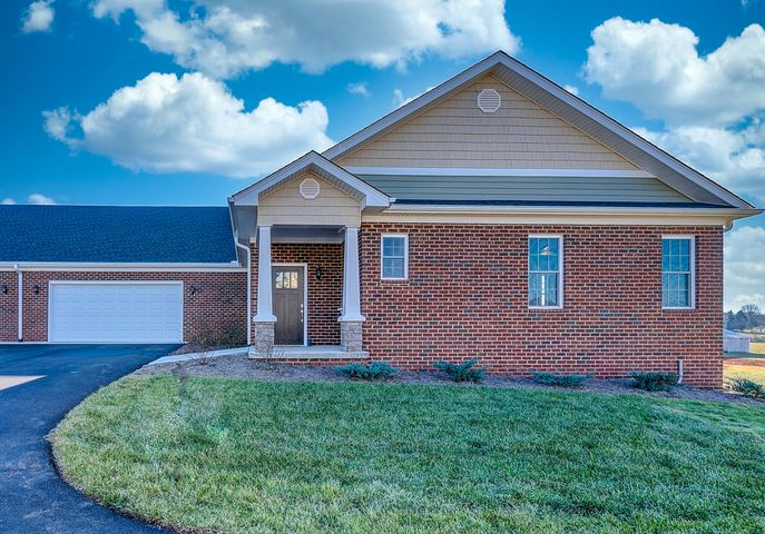 114 Villa Oak CIR, Bedford, VA 24523