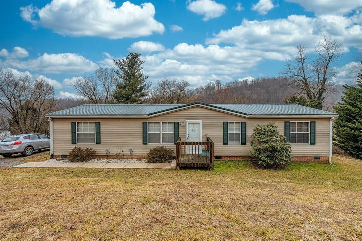 125 Fort Hill DR, Shawsville, VA 24162