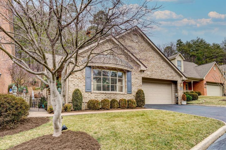 5615 Village WAY, Roanoke, VA 24018