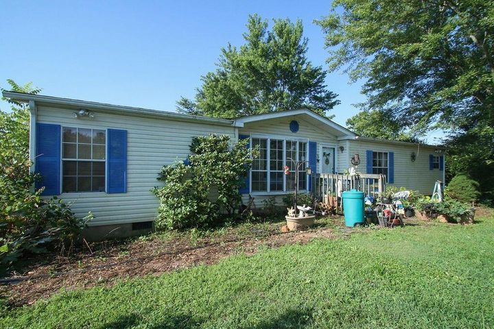 423 Gills Creek LN, Hardy, VA 24101