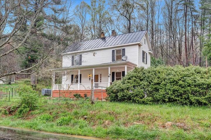 6702 Ferrum Mountain RD, Callaway, VA 24067
