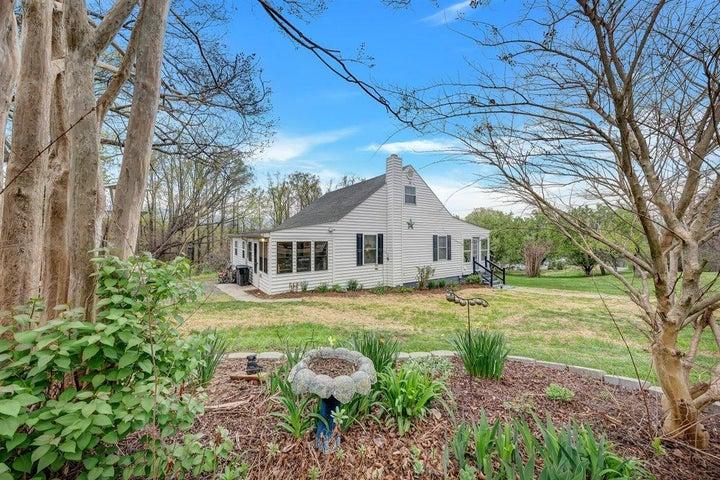 1267 Nannie LN, Blue Ridge, VA 24064