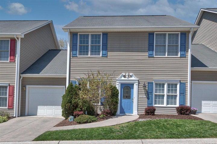 5010 Country Cottage LN, Roanoke, VA 24018