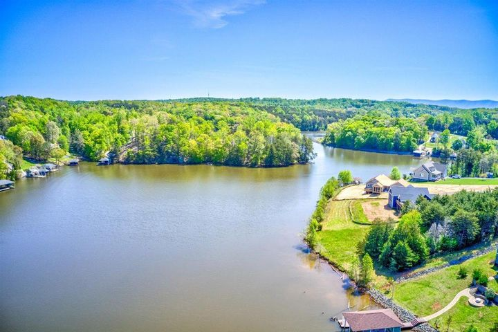 206 Forest Shores RD, Wirtz, VA 24184