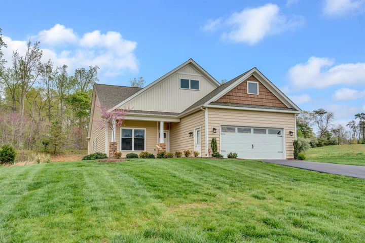 480 Firstwatch DR, Moneta, VA 24121