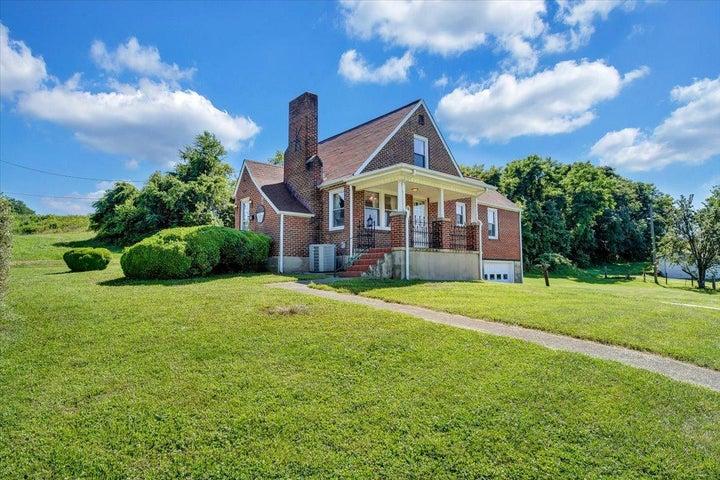 1739 Mill LN, Salem, VA 24153