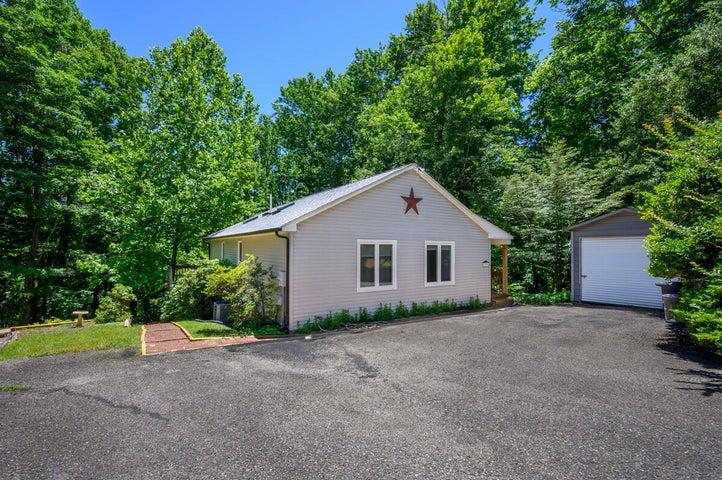 60 Summerhouse DR, Hardy, VA 24101