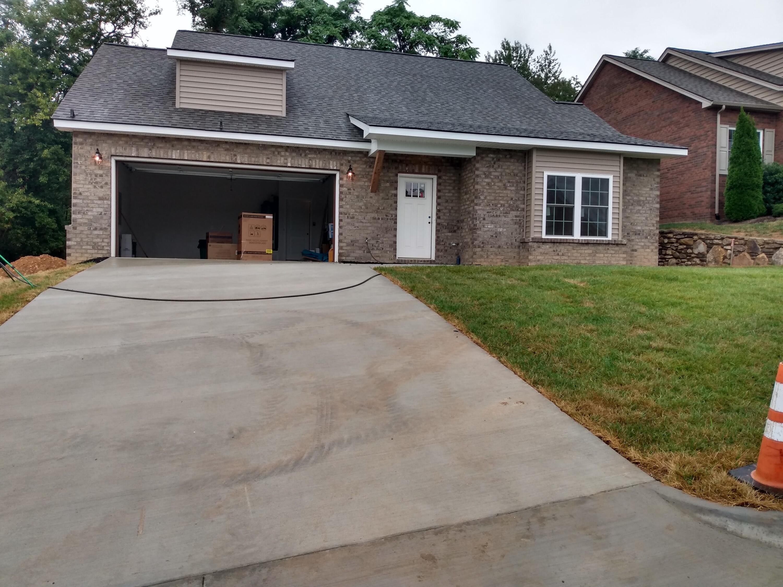 119 North Oaks DR, Salem, VA 24153