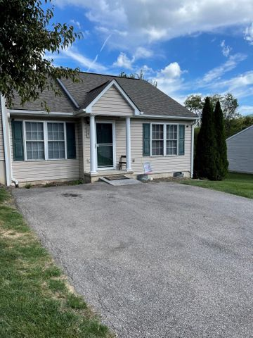 74 Villa CT, Troutville, VA 24175