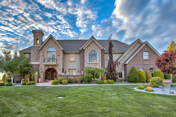Magnificent 6700 sq ft home at the canyon edge of Kimberly, east of Twin Falls.