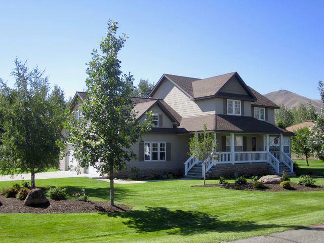 North Hailey home on 1/2 acre with great sun and views
