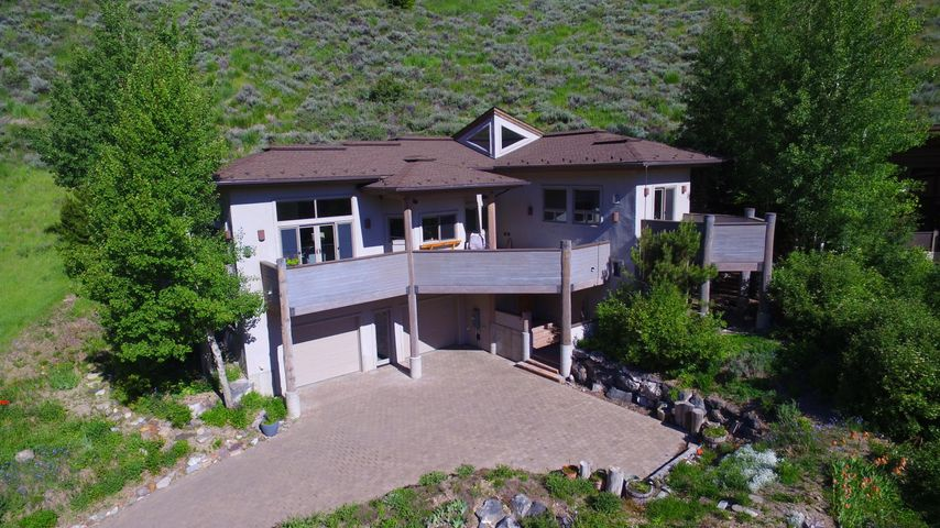 Timeless contemporary home in Warm Springs