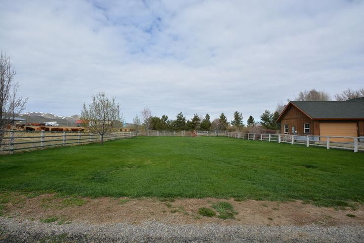310 Davenport St, Picabo, ID 83348