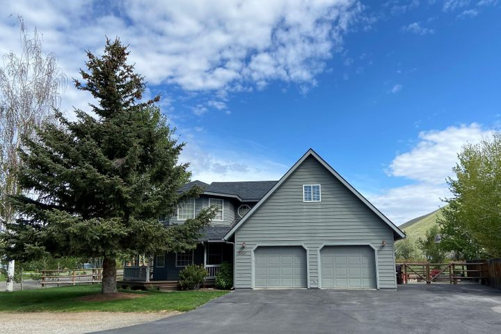Beautiful 3 bed/2.5 bath home in Northeast Hailey! Meticulously maintained!
