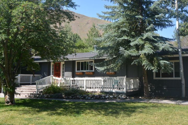 911 Queen Of Hills Dr, Hailey, ID 83333