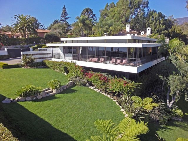 View-oriented Design with strong Richard Neutra influence.