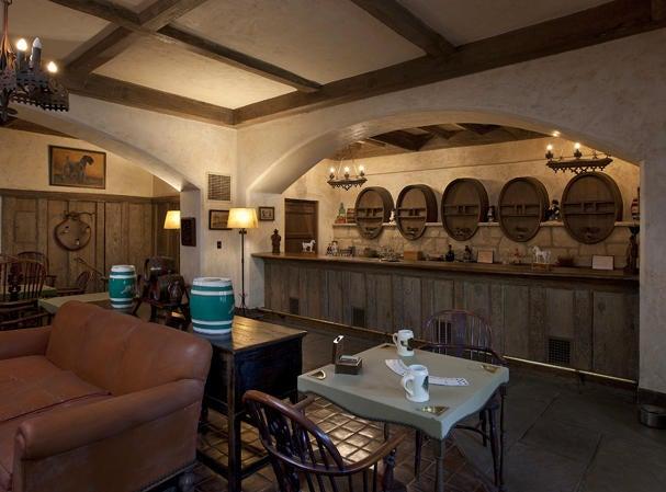 Authentic English Whisky Pub 2
