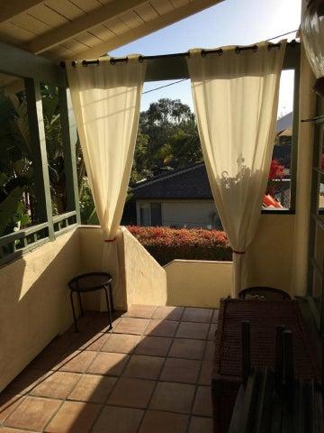 Entrance patio to Enjoy the Breeze