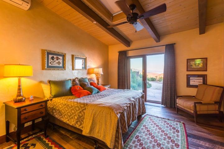 53-bedroom2