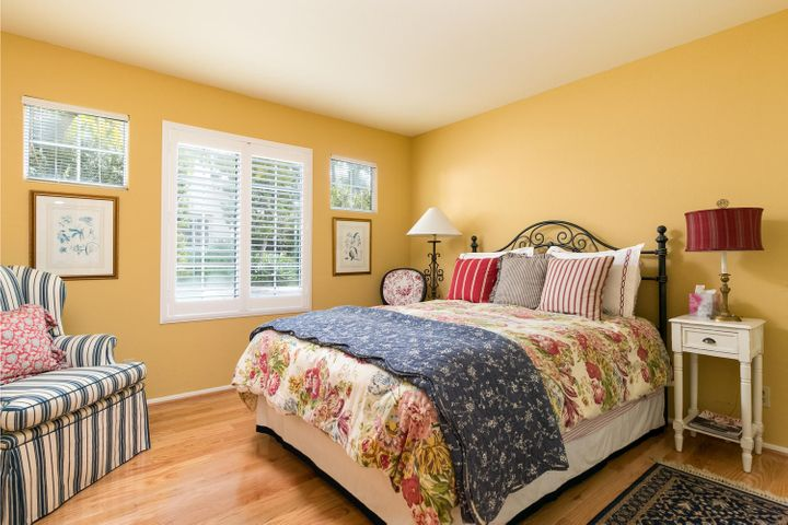 3749 Greggory Way 1-MLS_Size-018-12-bed-
