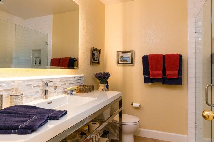 3749 Greggory Way 1-MLS_Size-019-13-Bath