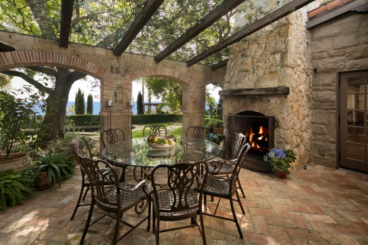 Al-Fresco Dining off Family Room
