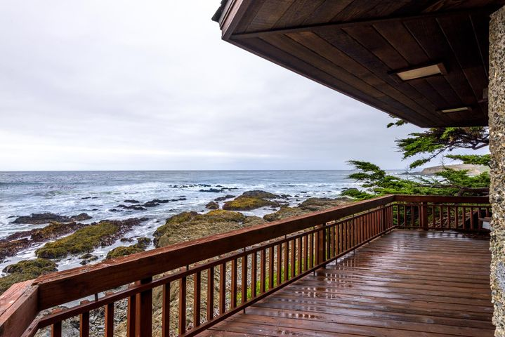 Front deck overlooking the ocean.