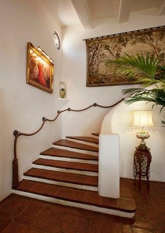 777Ayala_06_1 Staircase