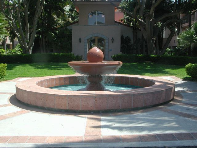 19-Fountain & Clubhouse