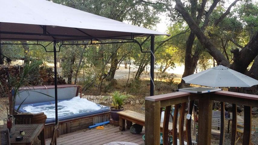 Potrero deck and hot tub