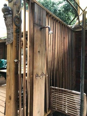 Potrero outdoor shower