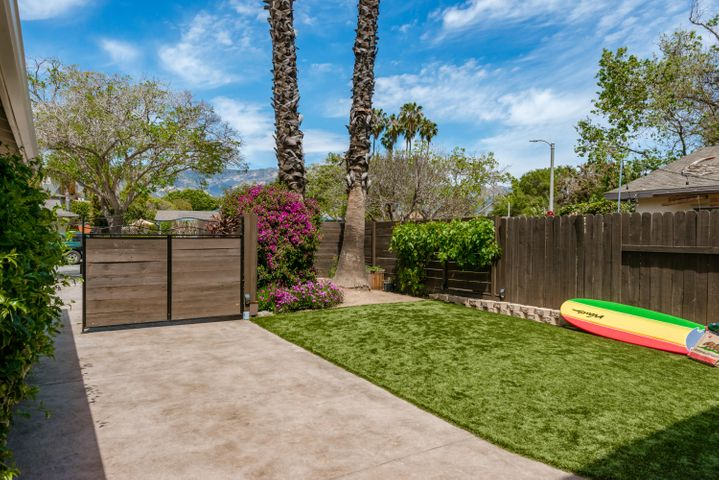 This sensational duplex has a private and gated front yard for relaxation and fun!