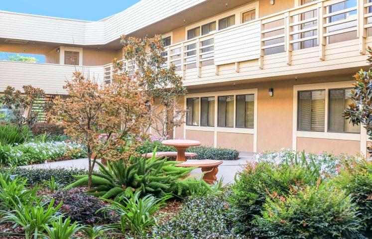 5951 Encina Rd - courtyard