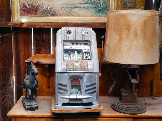 08 Slot Machine 1