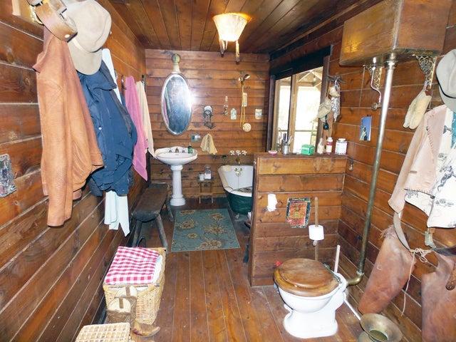 22 Bathroom 3
