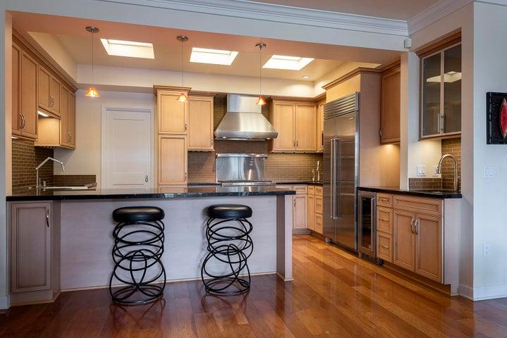 1348 Plaza Pacifica Kitchen 1