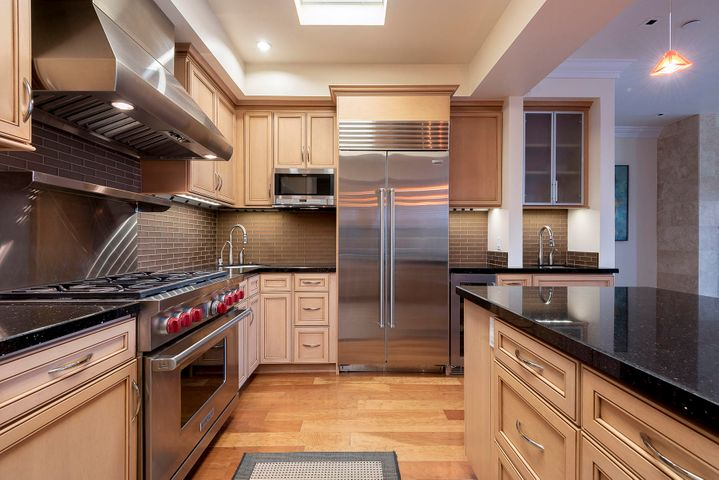 1348 Plaza Pacifica Kitchen 2
