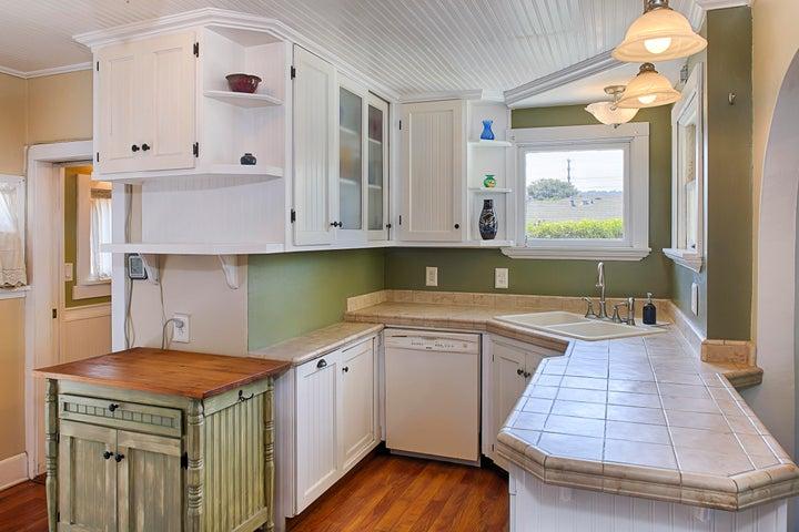Unit B - Kitchen