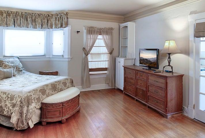 Unit B - bedroom