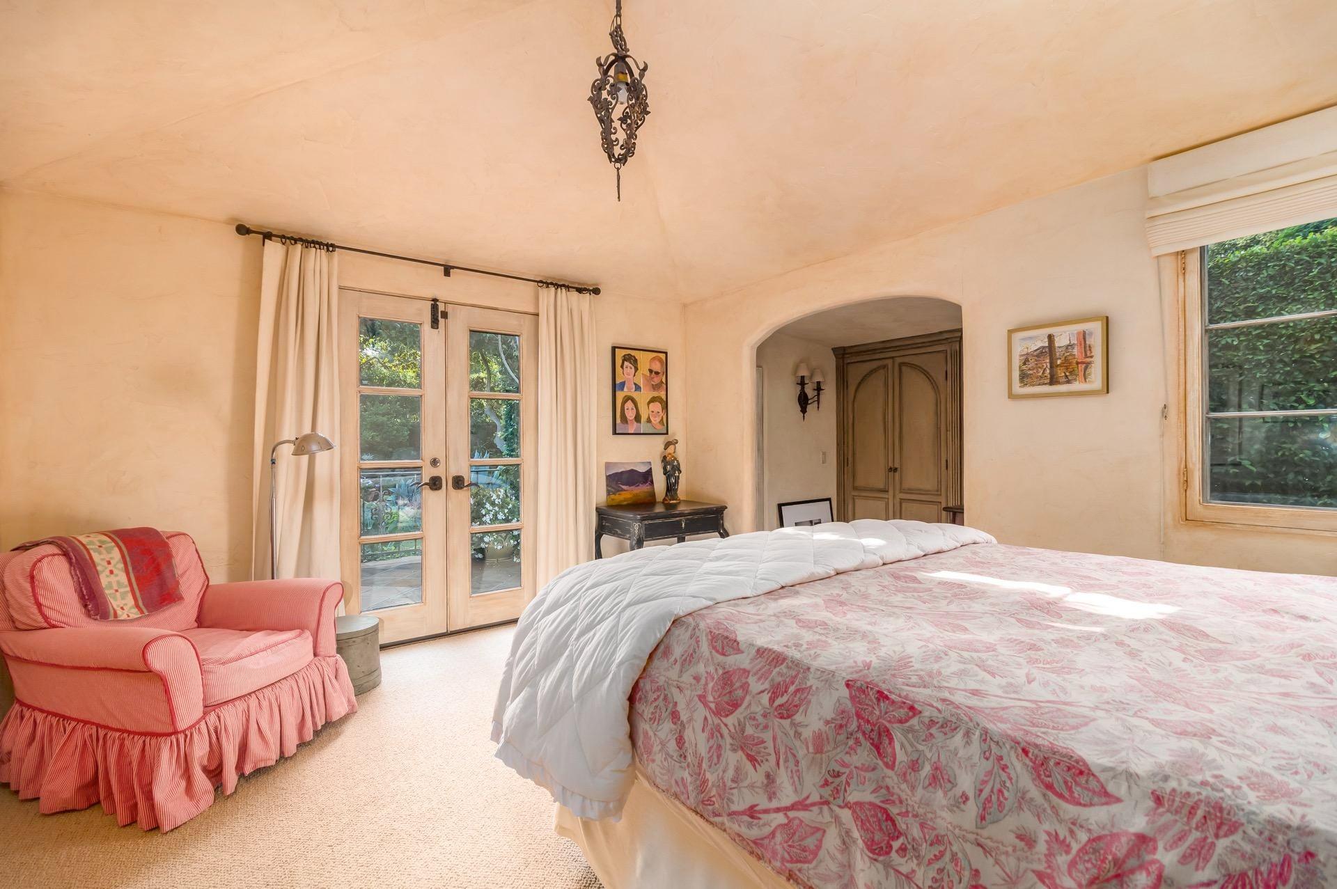 010 Guest Bedroom