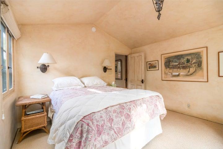 011 Guest Bedroom