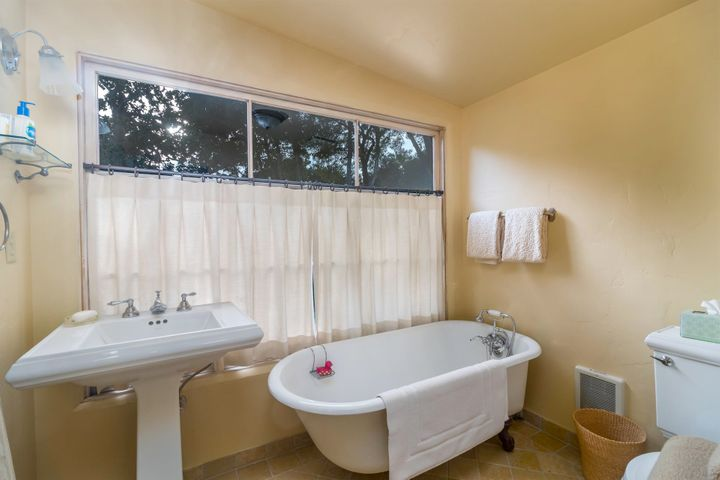012 Guest Bathroom